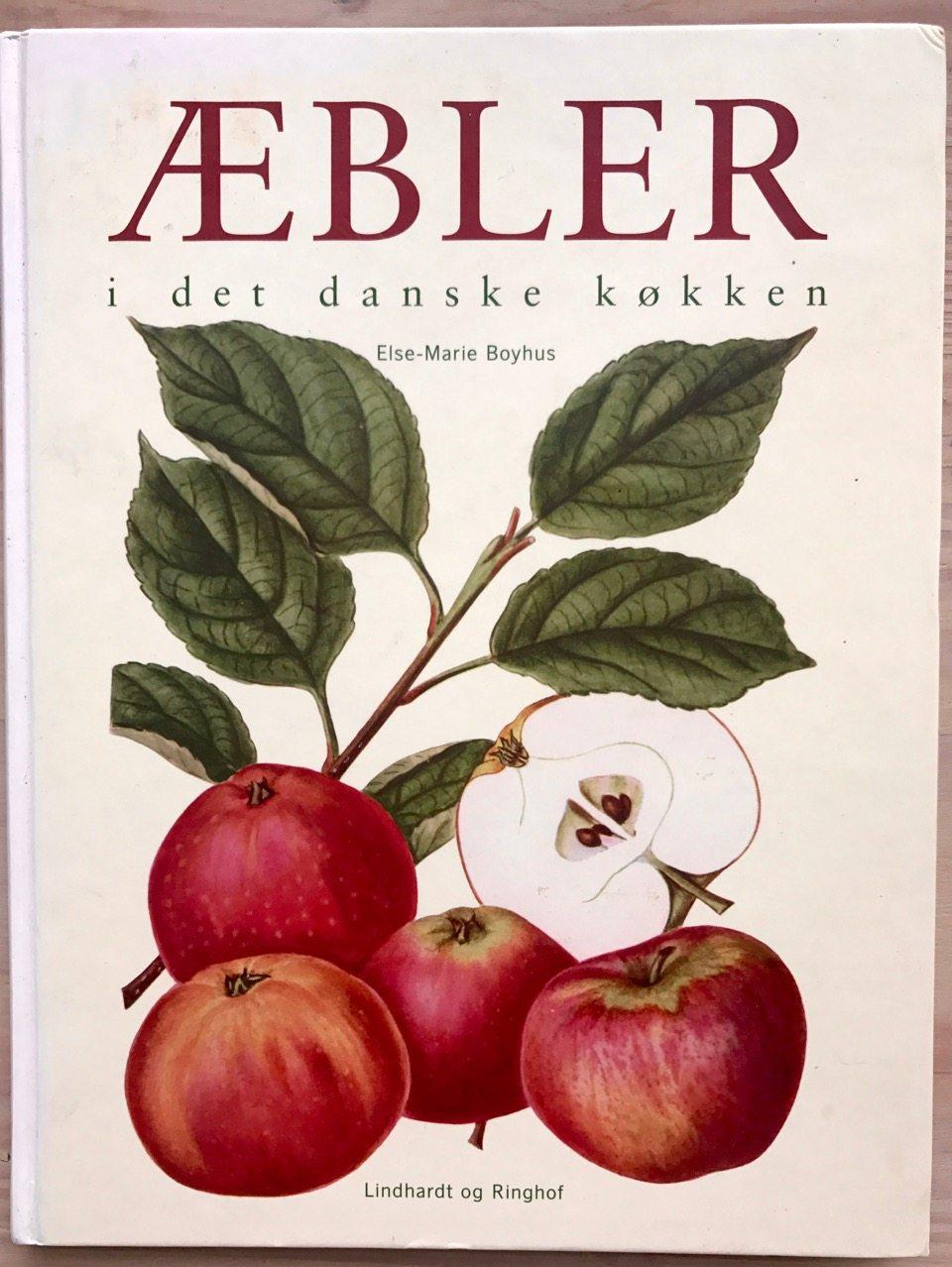 """Denne skønne bog fortæller alt om æblernes kulturhistorie. Madens historier er altid virkelig god, at få forstand af. Æblerne har været en del af vores kost altid på disse kanter og æbletræer er vokset frem, hvor der er kommet mennesker (som har smidt æbleskrog med frø fra sig). PS. Jeg kan også anbefale Ritt Bjerregaards bog """"Æbler"""" – grundig og inspirerende bog."""