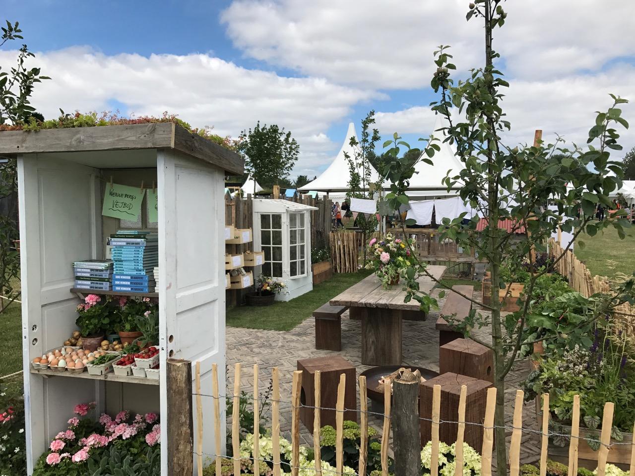 Signe Wennebergs have på haveudstillingen CPHgarden 2017. Tema bæredygtighed. Med deleøkonomi og cirkulær økonomi og genbrug.