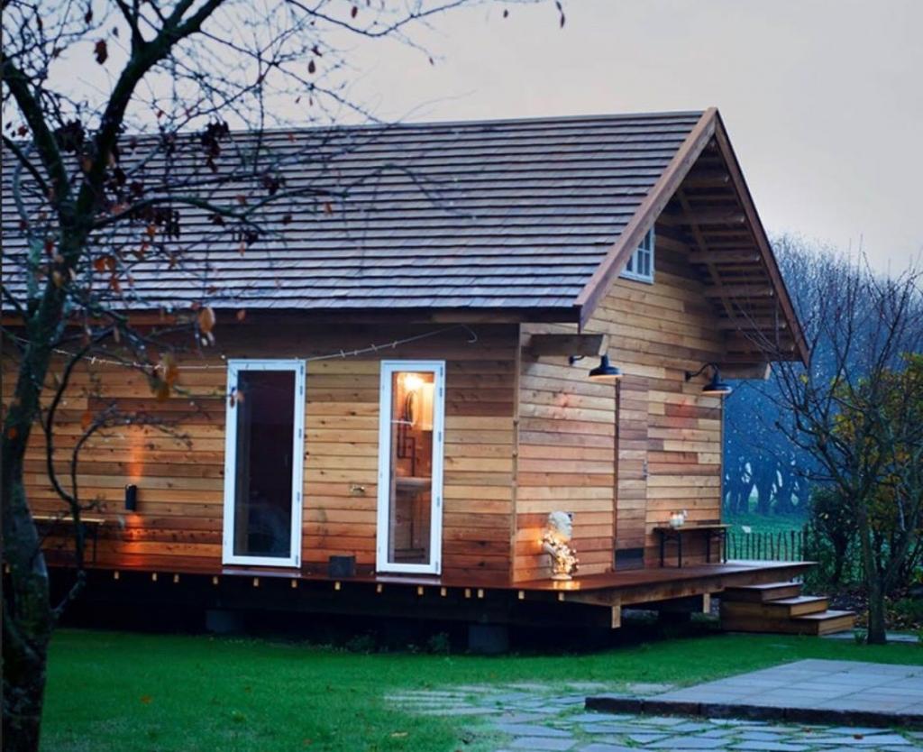 Her er Brombærhuset, som det så ud i november for 3 år siden. Det er verdens første fsc-certificerede træhus. Der er brugt 14 FSC-træsorter. Huset er på 72 m2 og ligger i Gribskov ude på landet.